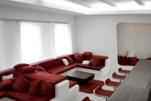赤と白の色使いとバランスが絶妙で美しいインテリアコーディネート