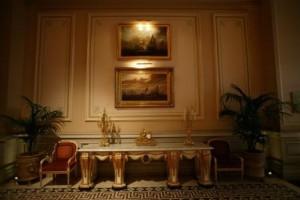お部屋の壁面を活かして作る、憧れのエレガントインテリアスタイリング